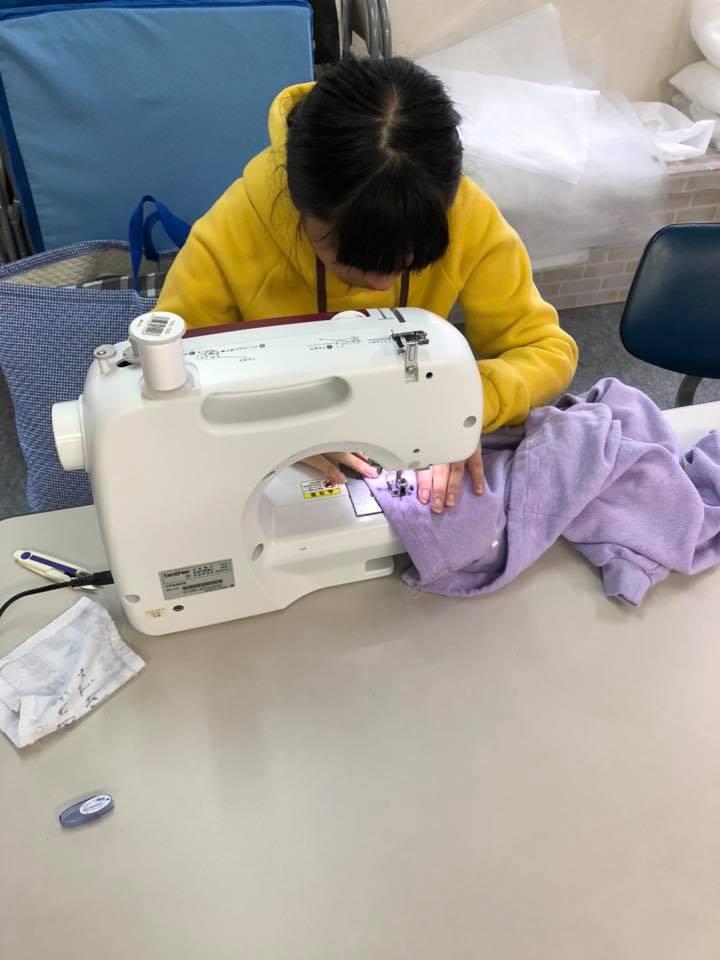 縫い付け作業